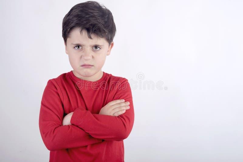 Niño enojado con los brazos doblados imágenes de archivo libres de regalías