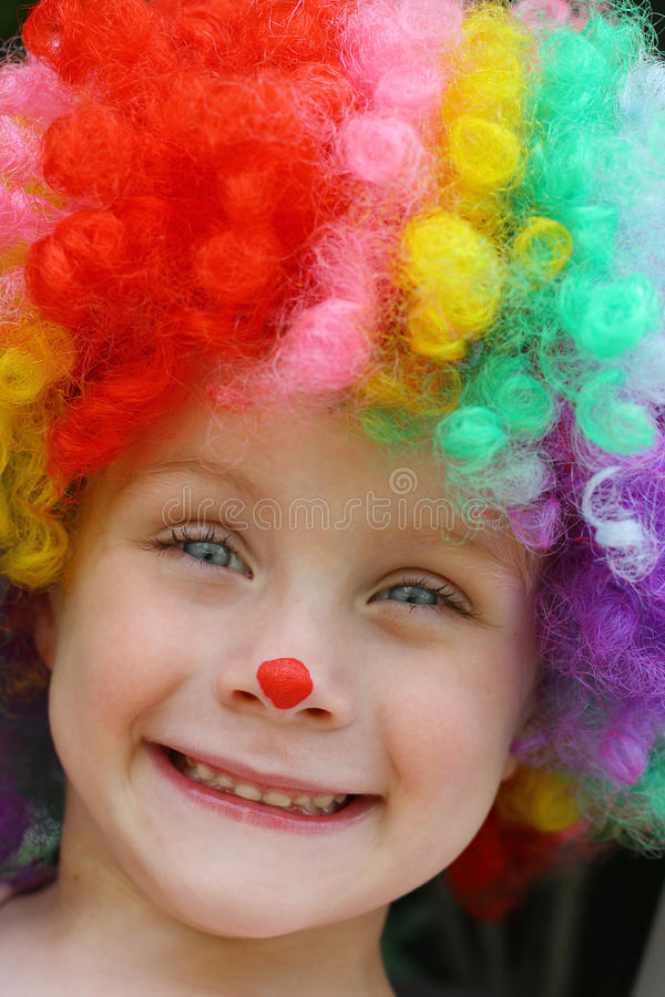Niño feliz en el payaso Costume imagen de archivo