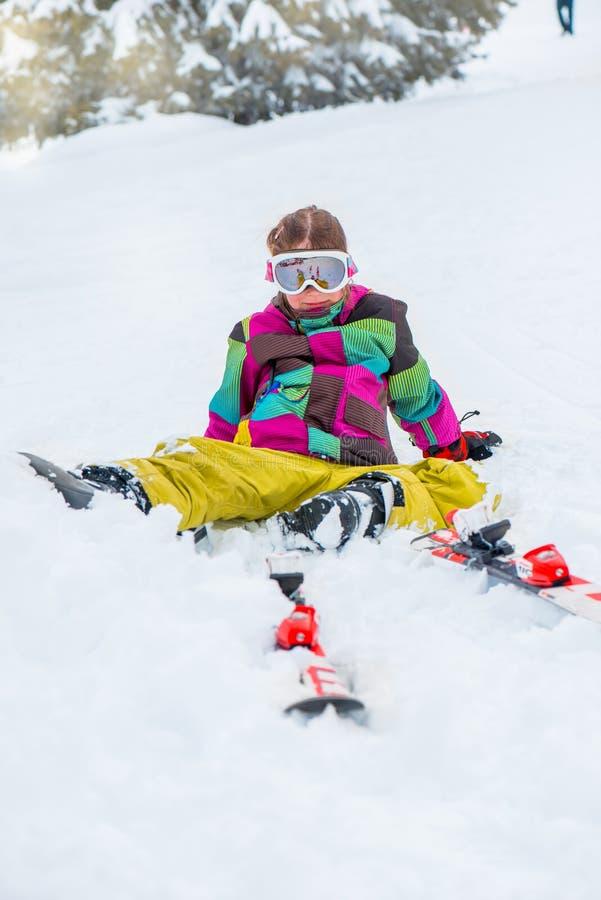 Niño feliz en gafas del esquí imágenes de archivo libres de regalías