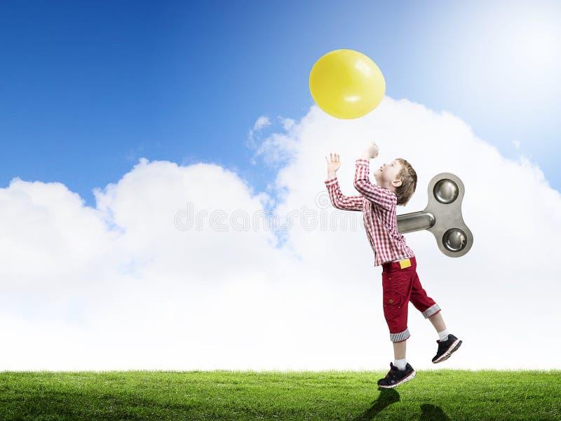 Niño feliz hiperactivo foto de archivo