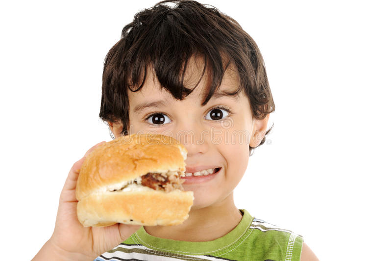 Niño feliz que sostiene la hamburguesa fotografía de archivo libre de regalías