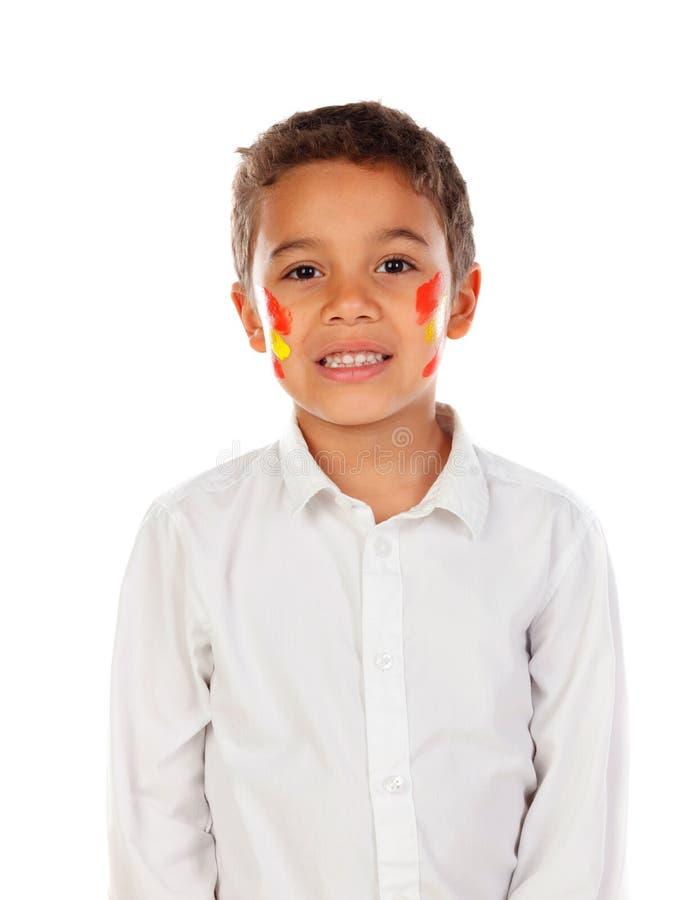 Niño hermoso con la bandera española de los colores pintada en su cara foto de archivo libre de regalías