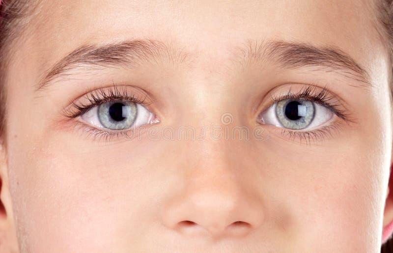 Niño hermoso con los ojos azules imágenes de archivo libres de regalías