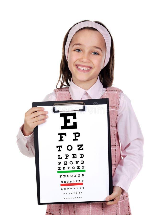 Niño hermoso que lleva a cabo una carta del examen de la visión imagen de archivo