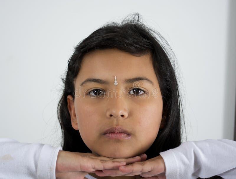 Niño indio de la muchacha sobre blanco imágenes de archivo libres de regalías