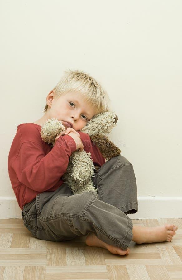 Niño infeliz. foto de archivo libre de regalías