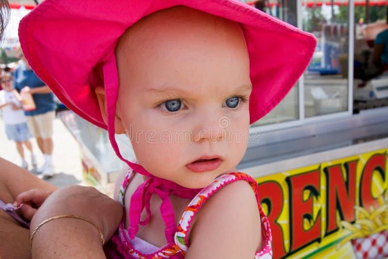Niño joven en el carnaval foto de archivo