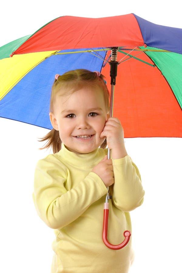 Niño lindo con el paraguas colorido foto de archivo