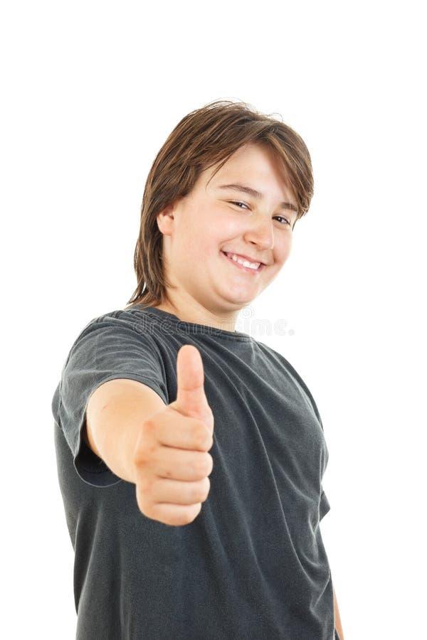 Niño o muchacho rechoncho que sonríe y que presenta con confianza con el pulgar para arriba fotos de archivo
