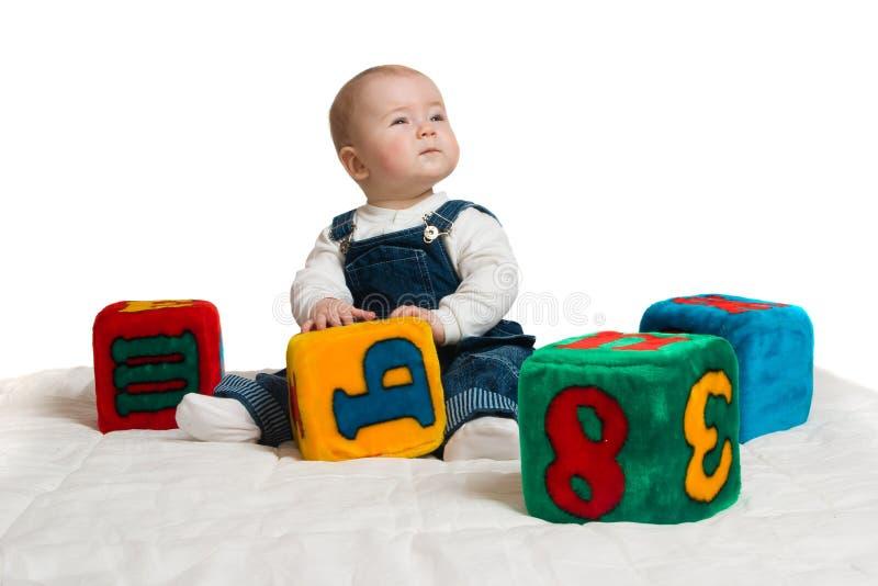 Download Niño pequeño. foto de archivo. Imagen de varón, ladrillo - 7276298