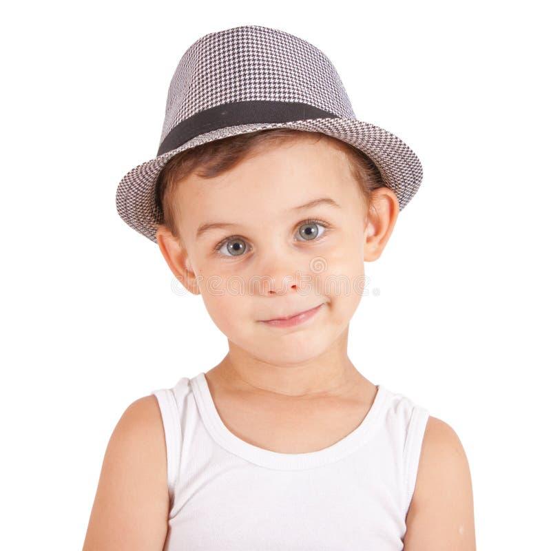 Niño pequeño con estilo fresco en un sombrero imagen de archivo
