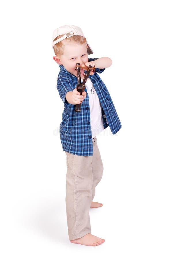 Niño pequeño emocional expresivo con la catapulta imagenes de archivo