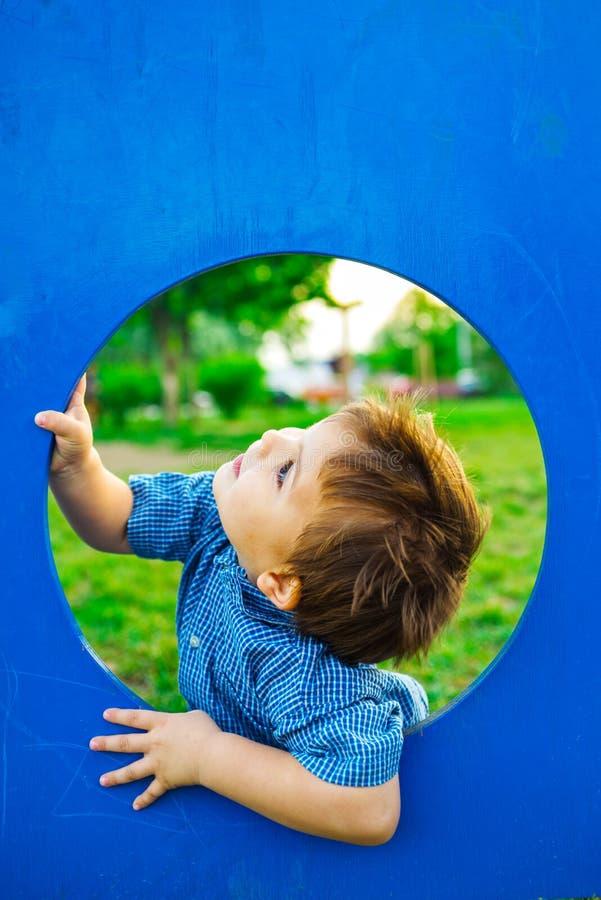 Niño pequeño en teatro fotografía de archivo libre de regalías