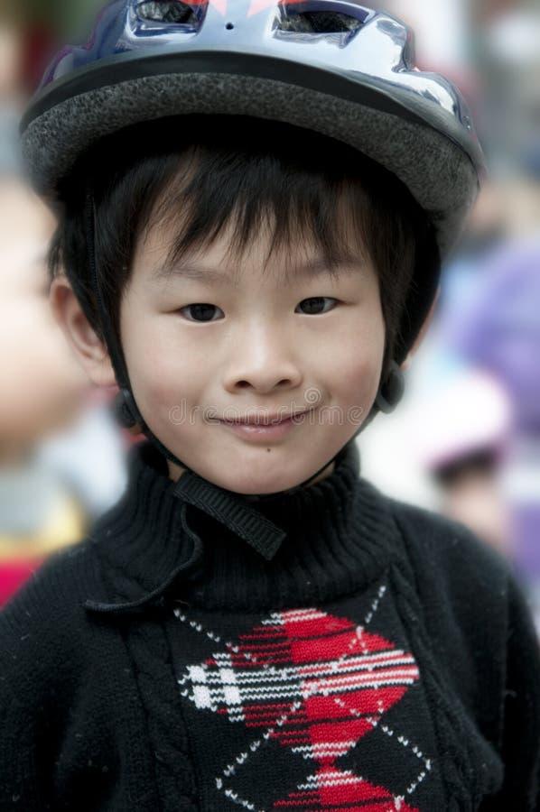 Niño pequeño feliz foto de archivo