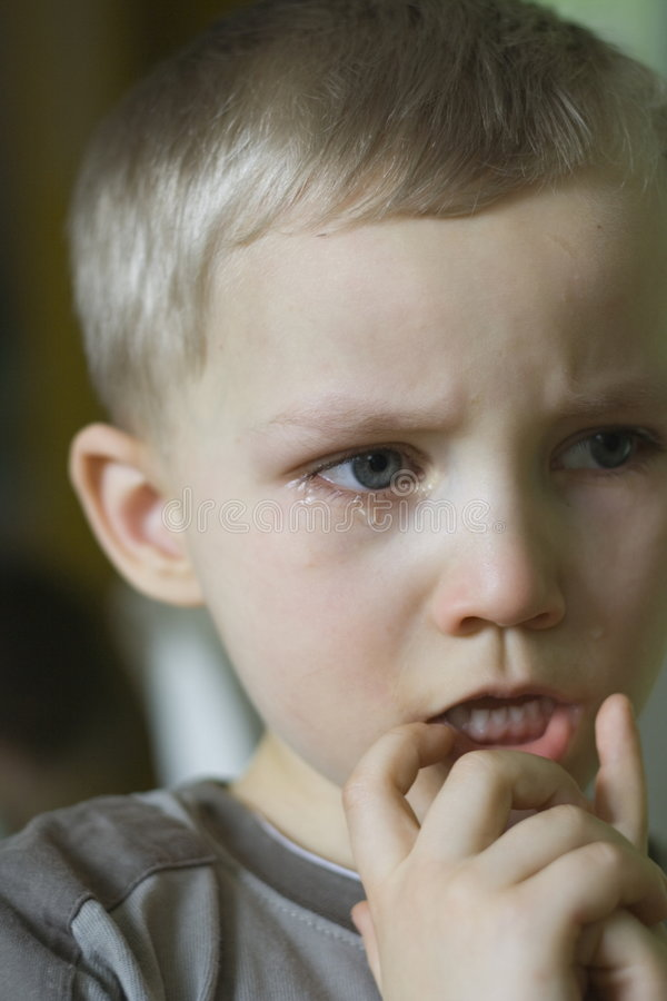 Niño pequeño gritador fotografía de archivo