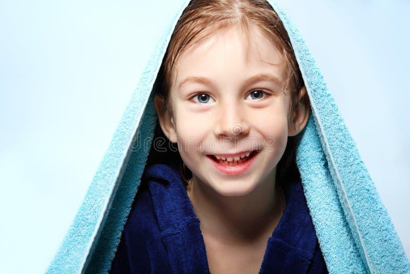 Niño pequeño hermoso después de ducha imágenes de archivo libres de regalías