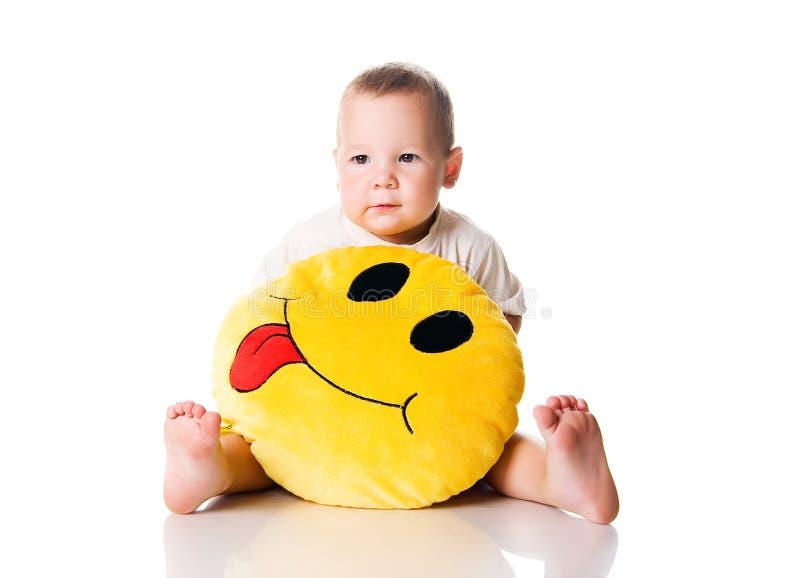 Niño pequeño lindo con el smiley imágenes de archivo libres de regalías