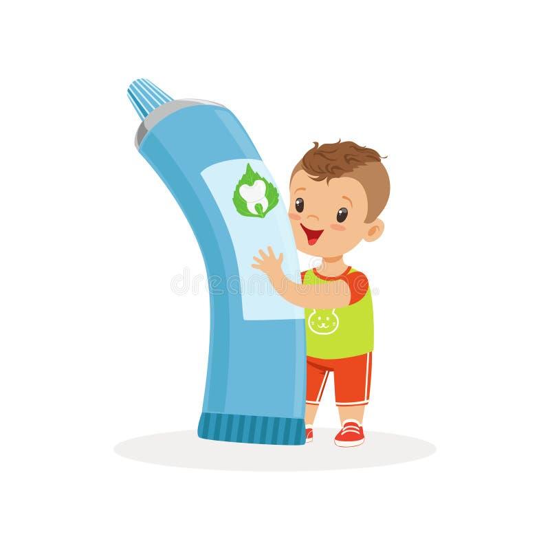 Niño pequeño lindo que coloca y que sostiene el tubo de la crema dental grande, ejemplo lindo del vector del personaje de dibujos libre illustration