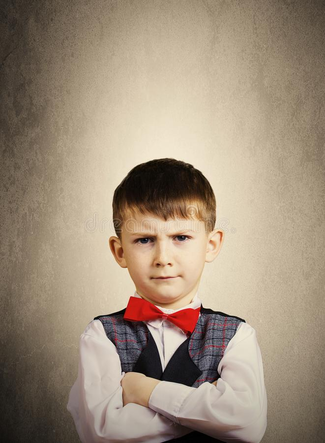 Niño pequeño obstinado, triste, trastornado fotografía de archivo libre de regalías