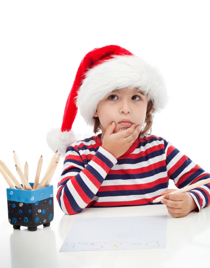Niño pequeño que escribe una letra a Papá Noel imagen de archivo libre de regalías