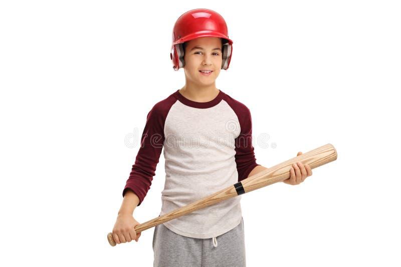 Niño pequeño que lleva un casco y que sostiene un bate de béisbol fotografía de archivo libre de regalías