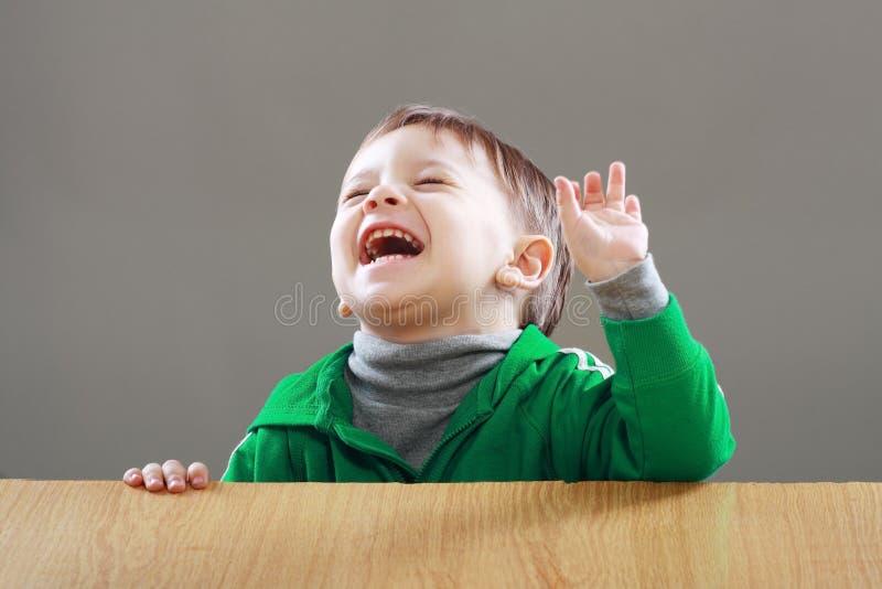 Niño pequeño sorprendido imagen de archivo