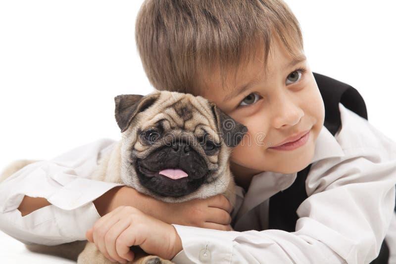 Niño pequeño y el Barro-perro imágenes de archivo libres de regalías
