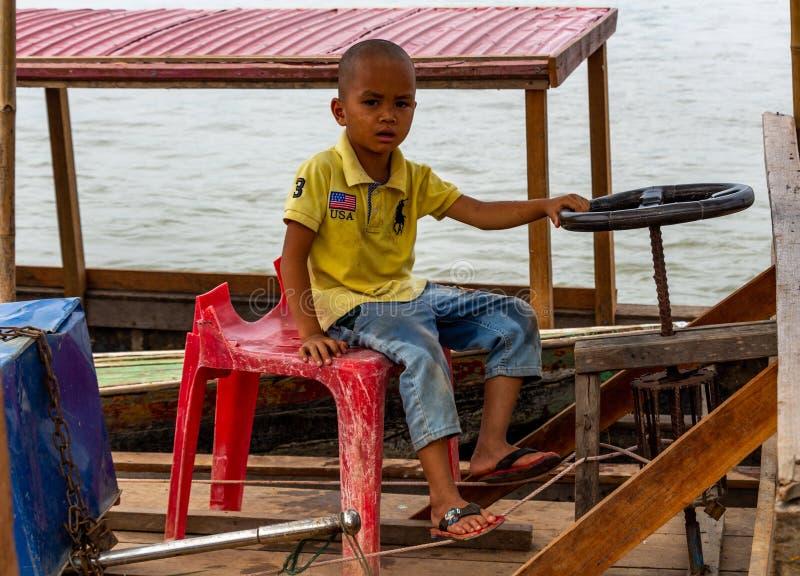 Niño que conduce un barco Laos fotos de archivo libres de regalías