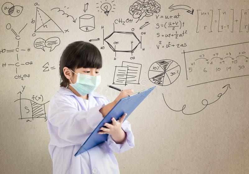 Niño que juega al doctor fotografía de archivo libre de regalías