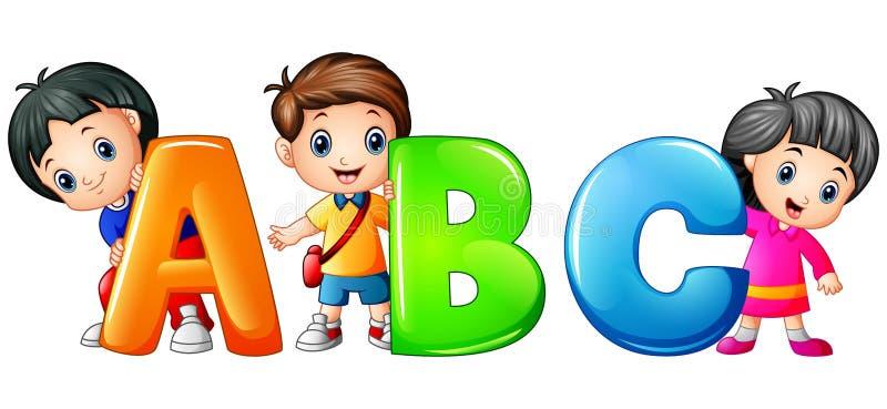 Niño que lleva a cabo la letra de ABC aislada en el fondo blanco ilustración del vector