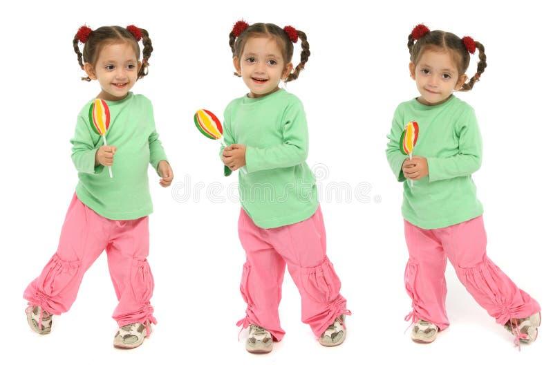 Niño que lleva a cabo un ingenio del lollipop imagen de archivo libre de regalías