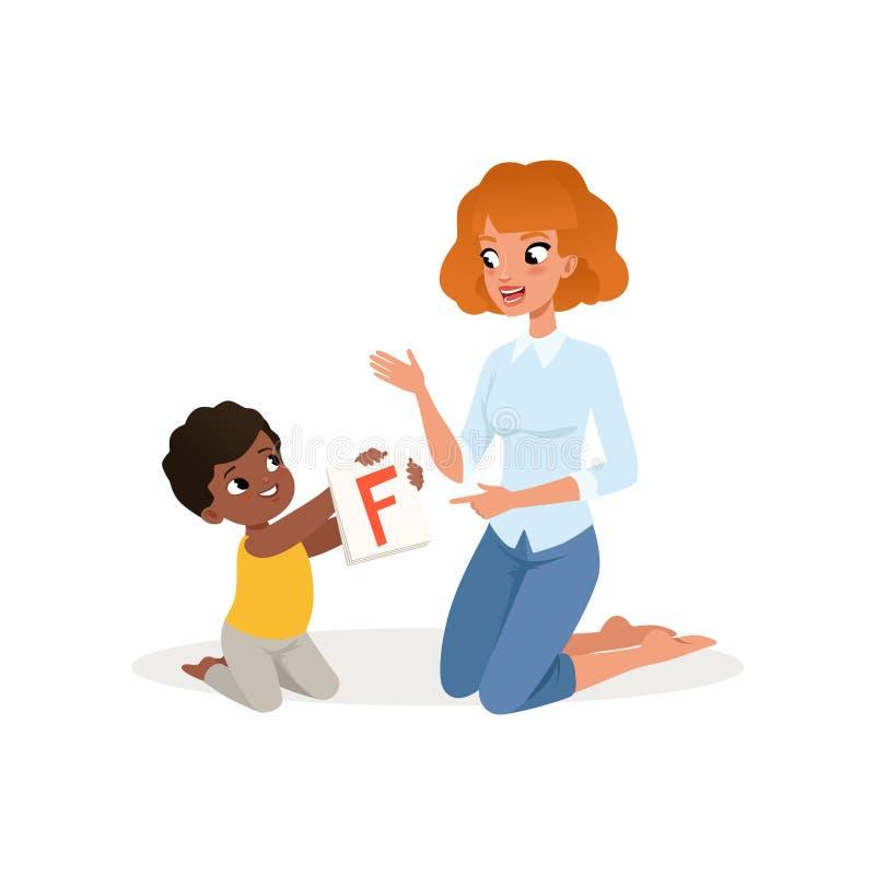 Niño que muestra la tarjeta flash con la letra F a su profesor Centro del desarrollo infantil y de educación Diseño plano del vec stock de ilustración