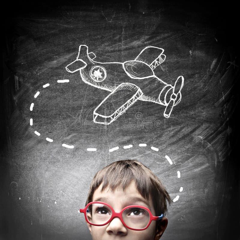 Niño que piensa en su nuevo juguete libre illustration