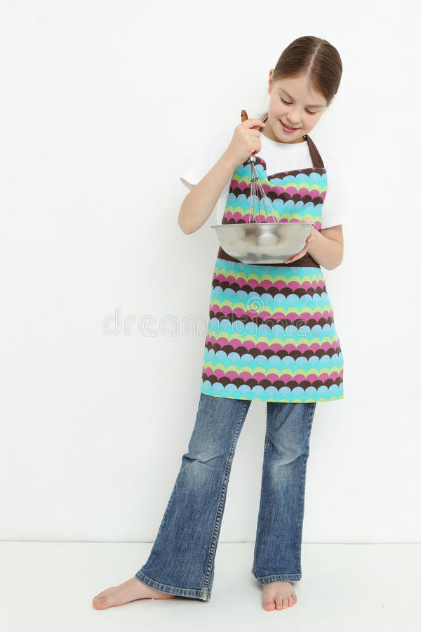 Niño que prepara la comida foto de archivo libre de regalías