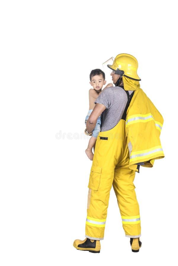 Niño rescatado bombero del fuego fotografía de archivo libre de regalías