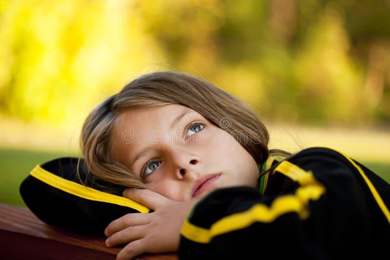 Niño solo triste fotografía de archivo libre de regalías
