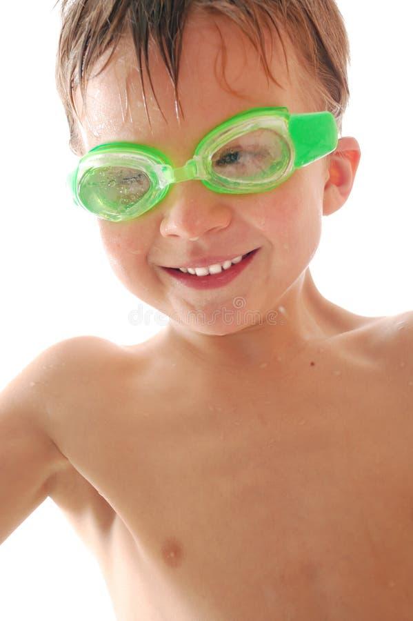Niño spoty feliz con los anteojos de la natación fotos de archivo