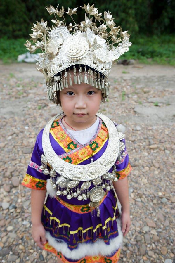 Niño tradicional chino hermoso imagenes de archivo