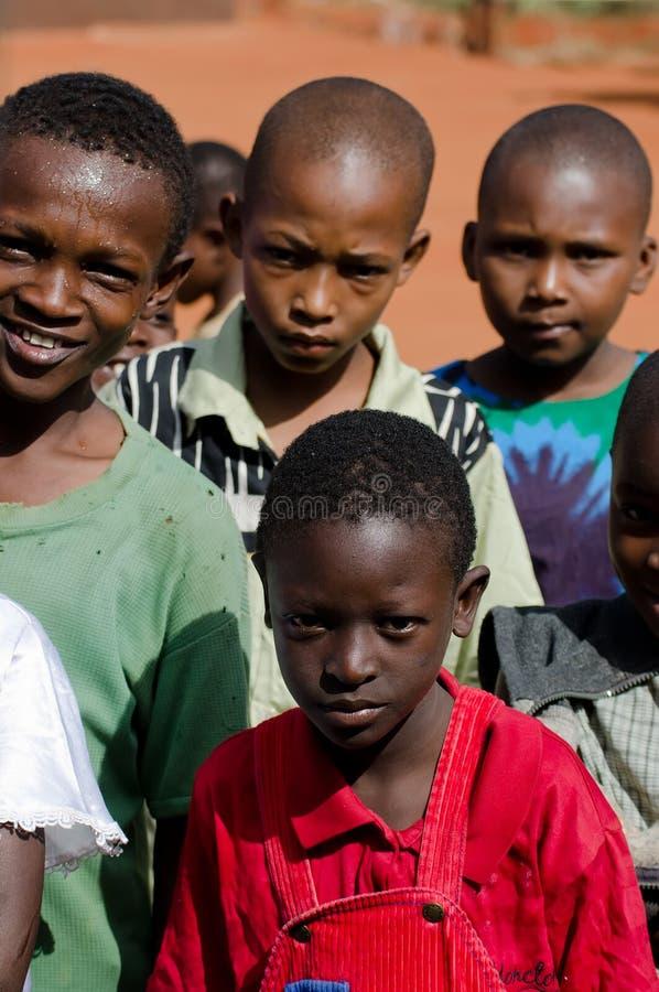 Niños africanos en escuela fotos de archivo