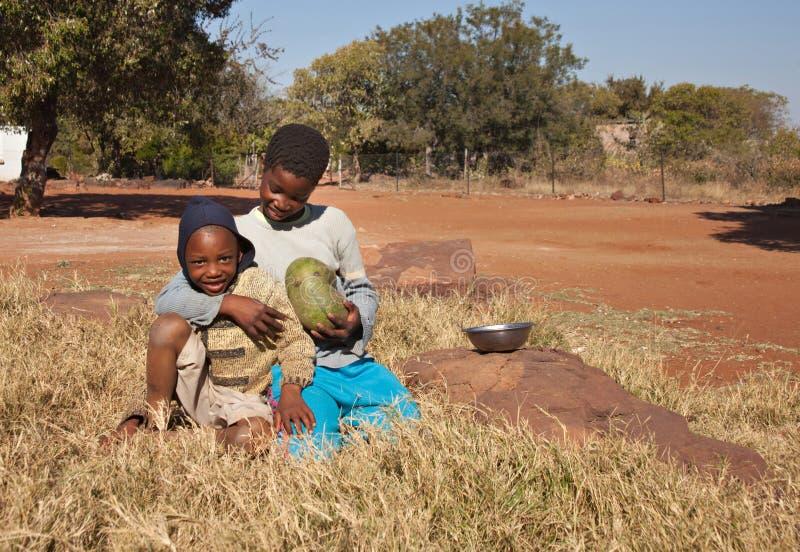 Niños africanos pobres fotos de archivo