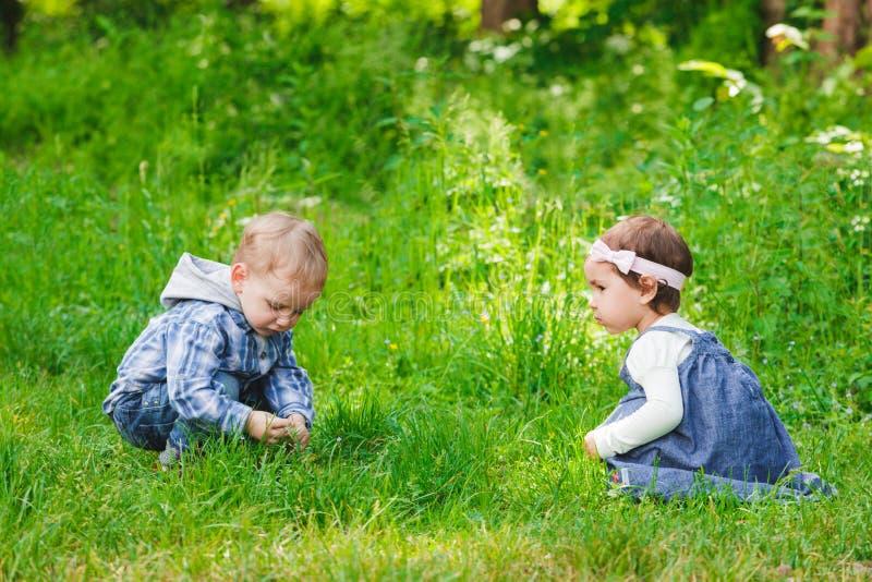 Niños al aire libre imagen de archivo libre de regalías