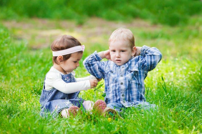 Niños al aire libre fotos de archivo libres de regalías