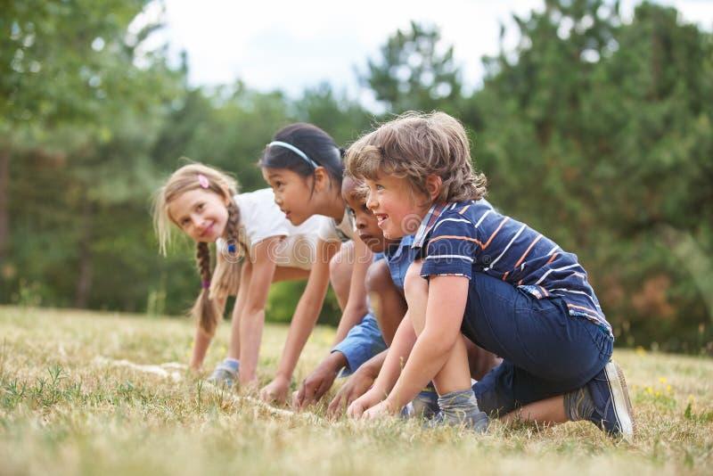 Niños al inicio de una raza foto de archivo libre de regalías