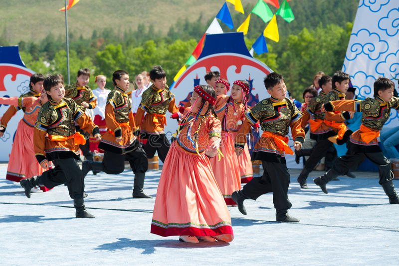 Niños danza, convenio de los Mongolians del mundo imágenes de archivo libres de regalías