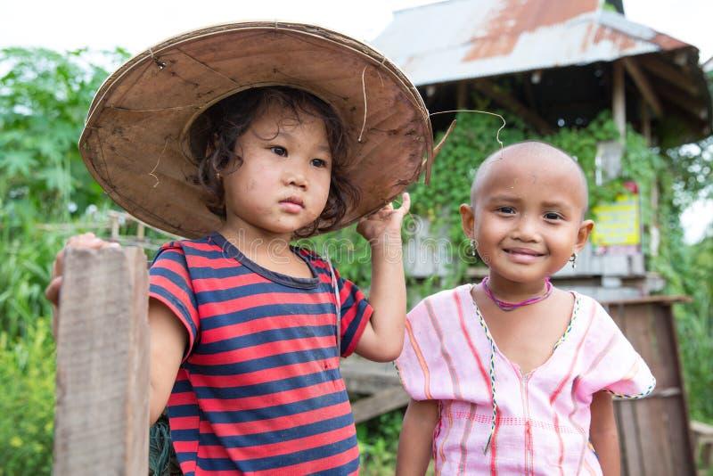 Niños de Karen en la frontera Tailandia - Myanmar imagen de archivo libre de regalías