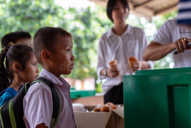 Niños de Karen de la escuela de Banbongtilang imagenes de archivo