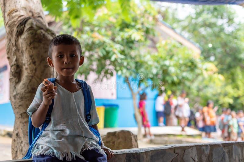 Niños de Karen de la escuela de Banbongtilang fotografía de archivo