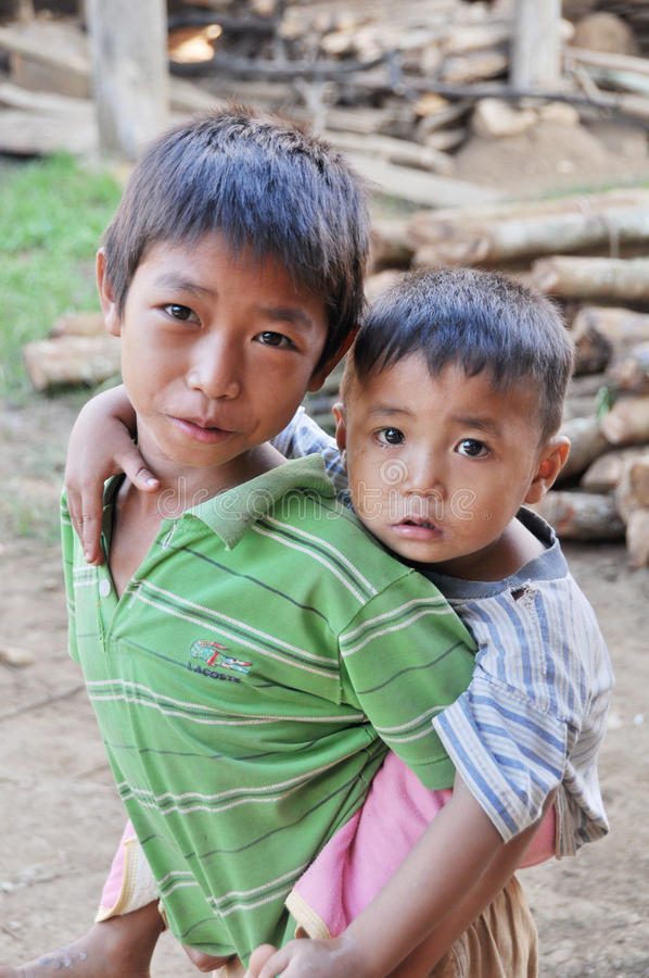 Niños de Khmu. foto de archivo libre de regalías