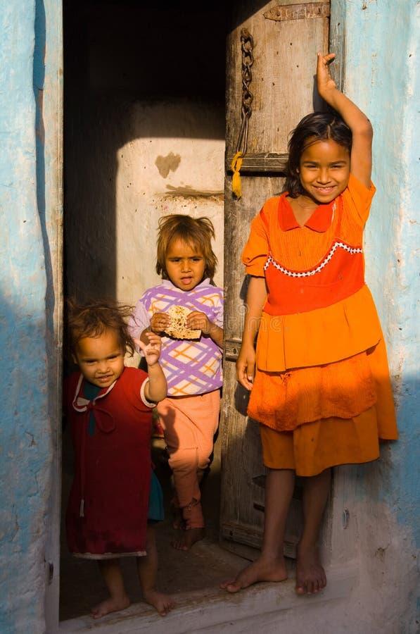 Niños de la aldea de Khajuraho, la India. imagen de archivo libre de regalías