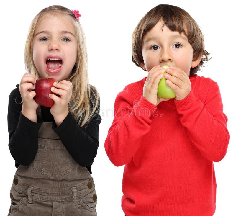 Niños de los niños que comen sano de la caída del otoño de la fruta de la manzana aislado encendido foto de archivo libre de regalías